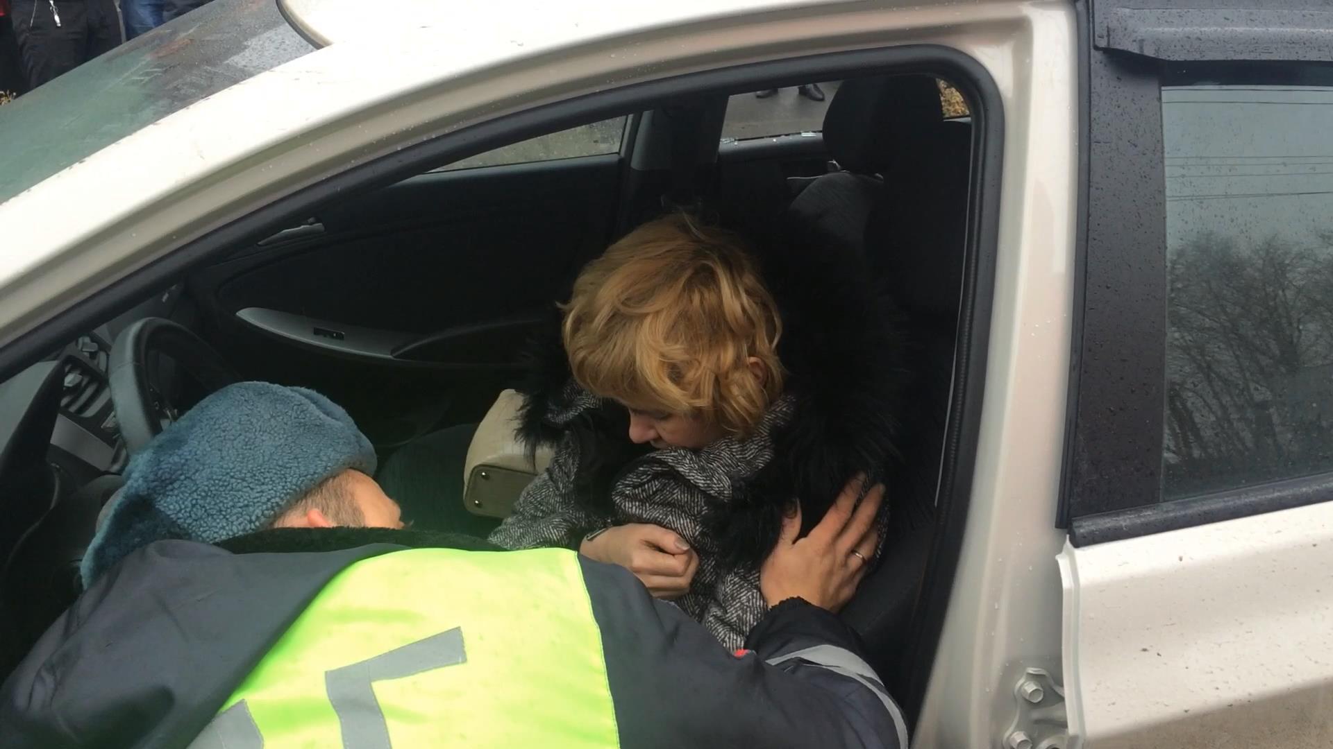 Хозяйка водитель секс, Накаченный водитель трахает свою хозяйку в машине 20 фотография